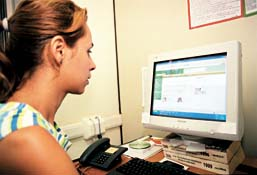 Kamilla Avelar busca dados sobre saúde na Internet